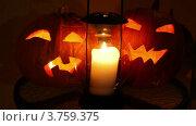 Купить «Ужасные тыквы для хэллоуина со горящей свечой внутри на стеклянном столике», видеоролик № 3759375, снято 3 декабря 2011 г. (c) Losevsky Pavel / Фотобанк Лори