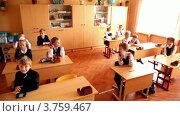 Купить «Школьник сидят за партами в классе, школа № 1349», видеоролик № 3759467, снято 16 октября 2011 г. (c) Losevsky Pavel / Фотобанк Лори