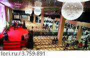 Купить «Люди ожидают показ мод на Вечере французской моды», видеоролик № 3759891, снято 22 сентября 2011 г. (c) Losevsky Pavel / Фотобанк Лори