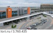 Купить «Стоянка автомобилей и проход к терминалу Е аэропорта Шереметьево, тайм лапс», видеоролик № 3760435, снято 11 октября 2011 г. (c) Losevsky Pavel / Фотобанк Лори