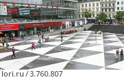 Купить «Люди на торговой площади в Стокгольме, Швеция, таймлапс», видеоролик № 3760807, снято 17 августа 2011 г. (c) Losevsky Pavel / Фотобанк Лори
