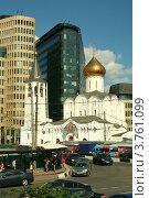 Купить «Церковь на фоне стройплощадки и современных зданий», фото № 3761099, снято 8 августа 2012 г. (c) Андрей Бушуев / Фотобанк Лори