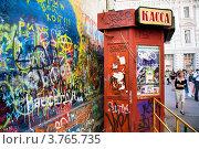 Купить «Стена Виктора Цоя на cтаром Арбате в дни 50-летнего юбилея певца, Москва, Россия», эксклюзивное фото № 3765735, снято 21 июня 2012 г. (c) Николай Винокуров / Фотобанк Лори