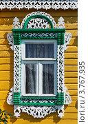 Купить «Юрьев-Польский. Окно с резным деревянным наличником», фото № 3767935, снято 19 августа 2012 г. (c) Павел Широков / Фотобанк Лори