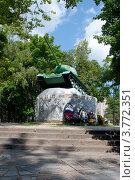 Купить «Памятник мужеству и героизму советских воинов, город Ярцево, Смоленская область», эксклюзивное фото № 3772351, снято 27 июля 2012 г. (c) Вячеслав Палес / Фотобанк Лори