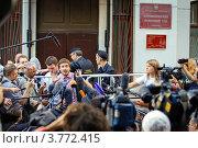 Активист арт-группы «Война» Петр Верзилов после приговора суда над Pussy Riot (2012 год). Редакционное фото, фотограф Krasnoperov Rostislav / Фотобанк Лори