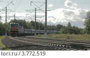 Купить «Приближается электричка», видеоролик № 3772519, снято 31 июля 2012 г. (c) Данил Руденко / Фотобанк Лори