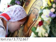 Купить «Девушка прикладывается к Смоленской иконе Божией матери», эксклюзивное фото № 3772667, снято 10 августа 2012 г. (c) Дмитрий Неумоин / Фотобанк Лори