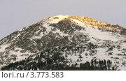 Купить «Горная вершина, на которой стоит крест, сияющий на солнце, таймлапс», видеоролик № 3773583, снято 2 марта 2012 г. (c) Losevsky Pavel / Фотобанк Лори