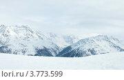Купить «Группа туристов движется на лыжный склон, напротив горных вершин, таймлапс», видеоролик № 3773599, снято 1 марта 2012 г. (c) Losevsky Pavel / Фотобанк Лори