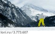 Купить «Лыжники спускаются с горы на фоне хребта, таймлапс», видеоролик № 3773607, снято 1 марта 2012 г. (c) Losevsky Pavel / Фотобанк Лори