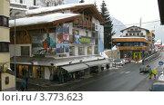 Купить «Автомобили проезжают рядом с магазином лыжного снаряжения Moreboards, который стоит на углу улицы, таймлапс», видеоролик № 3773623, снято 1 марта 2012 г. (c) Losevsky Pavel / Фотобанк Лори