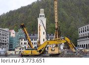 Строительство гостиничного комплекса в долине реки Мзымта (2011 год). Редакционное фото, фотограф Ольга Хлудова / Фотобанк Лори