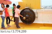 Купить «Храм Wat Saket в Бангкоке, Таиланд», видеоролик № 3774299, снято 21 августа 2012 г. (c) Кирилл Трифонов / Фотобанк Лори
