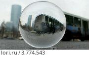 Купить «Бизнес центр Москва Сити виден через прозрачный стеклянный шар, лежащий на дороге (таймлапс)», видеоролик № 3774543, снято 24 января 2012 г. (c) Losevsky Pavel / Фотобанк Лори
