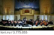Купить «Симфонический оркестр дает концерт в Московской консерватории», видеоролик № 3775055, снято 16 января 2012 г. (c) Losevsky Pavel / Фотобанк Лори