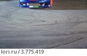 Купить «Спортивный автомобиль ездит по кругу», видеоролик № 3775419, снято 19 января 2012 г. (c) Losevsky Pavel / Фотобанк Лори