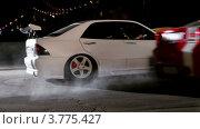 Купить «Спортивные автомобили трогаются с места», видеоролик № 3775427, снято 24 января 2012 г. (c) Losevsky Pavel / Фотобанк Лори