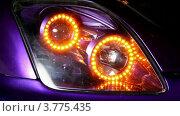 Купить «Мигающая фара автомобиля», видеоролик № 3775435, снято 16 января 2012 г. (c) Losevsky Pavel / Фотобанк Лори