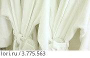 Купить «Два мягких банных халата висят на вешалках», видеоролик № 3775563, снято 12 марта 2012 г. (c) Losevsky Pavel / Фотобанк Лори
