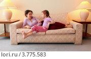 Купить «Мама лежит на диване, девочка сидит рядом и болтает о чем-то», видеоролик № 3775583, снято 14 марта 2012 г. (c) Losevsky Pavel / Фотобанк Лори