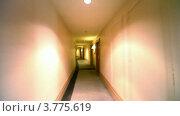 Купить «Светильники на стенах в длинном коридоре в отеле», видеоролик № 3775619, снято 12 марта 2012 г. (c) Losevsky Pavel / Фотобанк Лори