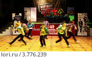 Купить «Восемь девушек танцуют», видеоролик № 3776239, снято 7 февраля 2012 г. (c) Losevsky Pavel / Фотобанк Лори