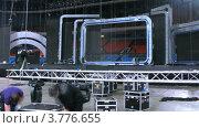 Купить «Рабочие демонтируют сцену после концерта(таймлапс)», видеоролик № 3776655, снято 1 февраля 2012 г. (c) Losevsky Pavel / Фотобанк Лори