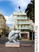 """Купить «Скульптура, расположенная на знаменитом бульваре """"Круазетт"""" в Каннах», фото № 3777143, снято 13 июня 2010 г. (c) ElenArt / Фотобанк Лори"""