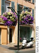 Купить «Роскошный отель и мотоцикл на бульваре «La Croisette» в Каннах», фото № 3777155, снято 13 июня 2010 г. (c) ElenArt / Фотобанк Лори