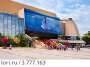 """Купить «Дворец фестивалей на набережной """"La Croisette"""", Канны, Франция», фото № 3777163, снято 13 июня 2010 г. (c) ElenArt / Фотобанк Лори"""
