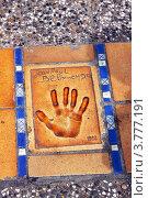 Купить «Отпечаток ладони руки известного актёра кино Жан Поля Бельмондо, Канны», фото № 3777191, снято 13 июня 2010 г. (c) ElenArt / Фотобанк Лори