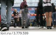 Купить «Посетители ходят по залу выставки на VOLVO - Неделя моды (таймлапс)», видеоролик № 3779599, снято 27 апреля 2012 г. (c) Losevsky Pavel / Фотобанк Лори