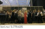 Купить «Журналисты приходят в зал на показ мод на VOLVO (таймлапс)», видеоролик № 3779635, снято 27 апреля 2012 г. (c) Losevsky Pavel / Фотобанк Лори