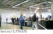 Купить «Посетители выставки архитектуры, таймлапс», видеоролик № 3779675, снято 26 мая 2012 г. (c) Losevsky Pavel / Фотобанк Лори