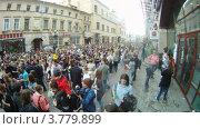 Купить «Люди на Старом Арбате во время Парада Мыльных Пузырей, таймлапс», видеоролик № 3779899, снято 27 мая 2012 г. (c) Losevsky Pavel / Фотобанк Лори