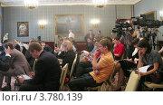 Купить «Журналисты на расширенном заседании Государственного Совета сидят напротив телевизоров, таймлапс», видеоролик № 3780139, снято 27 мая 2012 г. (c) Losevsky Pavel / Фотобанк Лори