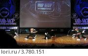 "Купить «Хип-хоп группа ""158 "" танцует на сцене Дворца Культуры, таймлапс», видеоролик № 3780151, снято 16 апреля 2012 г. (c) Losevsky Pavel / Фотобанк Лори"