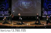 "Купить «Хип-хоп группа ""Banda crew"" танцует на сцене Дворца Культуры, таймлапс», видеоролик № 3780155, снято 16 апреля 2012 г. (c) Losevsky Pavel / Фотобанк Лори"