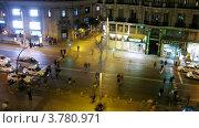 Купить «Люди переходят дорогу вечером, Мадрид, таймлапс», видеоролик № 3780971, снято 19 апреля 2012 г. (c) Losevsky Pavel / Фотобанк Лори