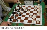Купить «Люди играют в шахматы с лимитом времени, крупным планом», видеоролик № 3781567, снято 24 марта 2012 г. (c) Losevsky Pavel / Фотобанк Лори
