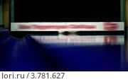 Купить «Шар сбивает кегли в боулинг клубе», видеоролик № 3781627, снято 30 марта 2012 г. (c) Losevsky Pavel / Фотобанк Лори