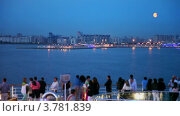 Купить «Много людей на палубе корабля, который плывет мимо прибрежного города», видеоролик № 3781839, снято 15 июня 2012 г. (c) Losevsky Pavel / Фотобанк Лори