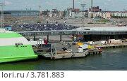 Купить «Машины съезжают с парома в порту летним днем», видеоролик № 3781883, снято 18 июня 2012 г. (c) Losevsky Pavel / Фотобанк Лори