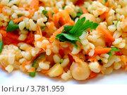 Салат из булгура и нута с морковью. Стоковое фото, фотограф Вакулин Сергей / Фотобанк Лори