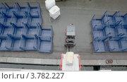 Купить «Погрузчик везет лоток с грузом, вид сверху», видеоролик № 3782227, снято 23 мая 2012 г. (c) Losevsky Pavel / Фотобанк Лори