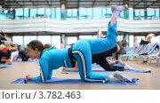 Купить «Женщина занимается фитнесом», видеоролик № 3782463, снято 2 июня 2012 г. (c) Losevsky Pavel / Фотобанк Лори