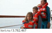 Купить «Женщина с детьми в спасательных жилетах на корабле», видеоролик № 3782467, снято 2 июня 2012 г. (c) Losevsky Pavel / Фотобанк Лори