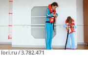 Купить «Мать и дочь надевают спасательные жилеты», видеоролик № 3782471, снято 4 июня 2012 г. (c) Losevsky Pavel / Фотобанк Лори