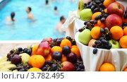 Купить «Фрукты на столе у бассейна», видеоролик № 3782495, снято 3 июня 2012 г. (c) Losevsky Pavel / Фотобанк Лори